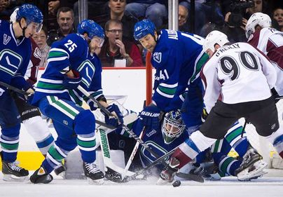 VancouverCanucks_andColoradoAvalanche@01.jpg