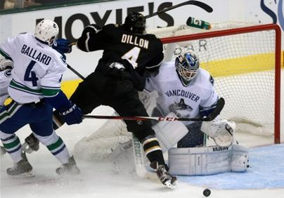 VancouverCanucks_and_DallasStars@01.jpg